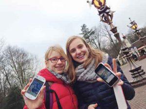 Efteling-app-testers Rosa en Rosan